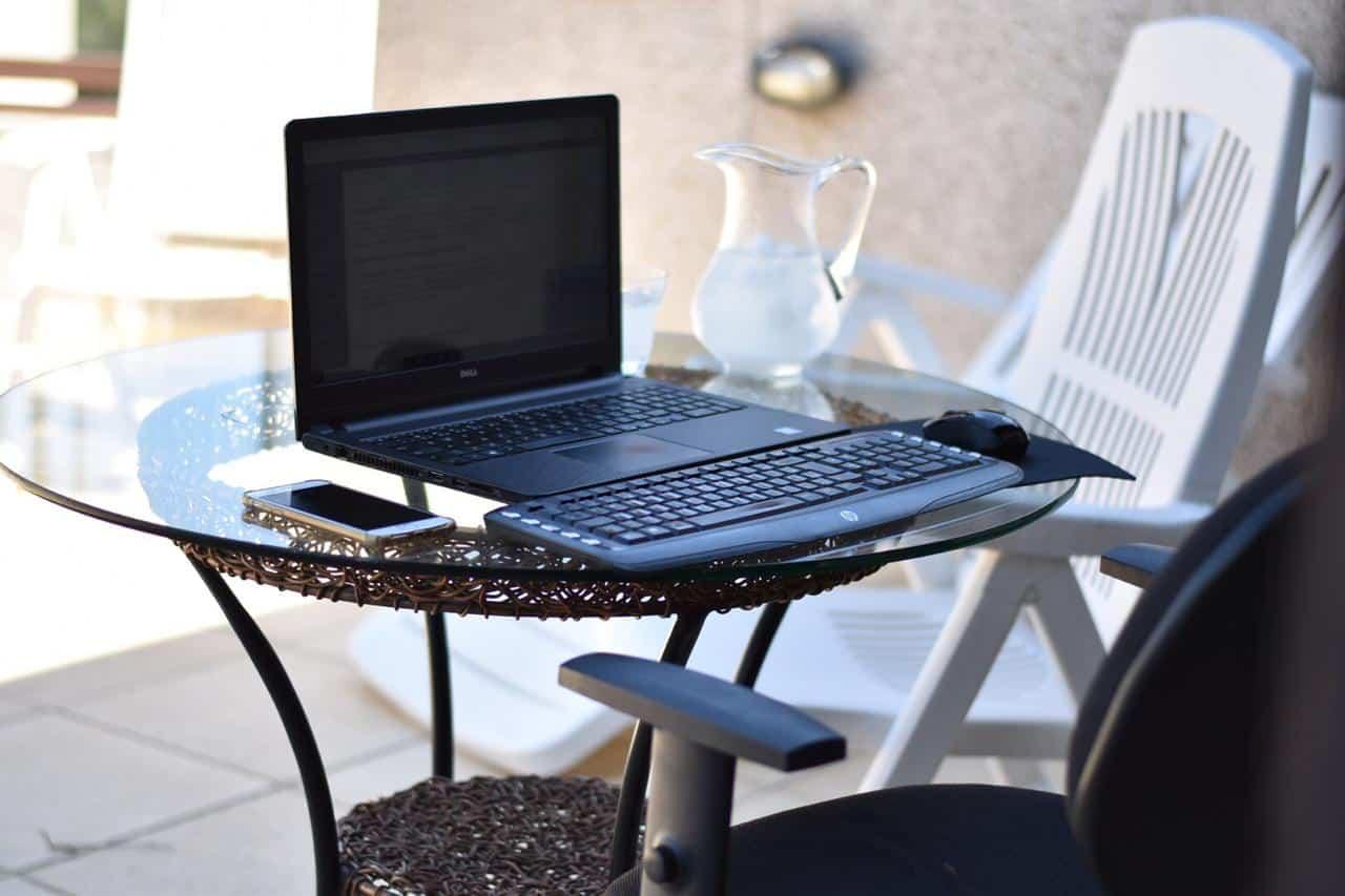 Foto home office na piscina